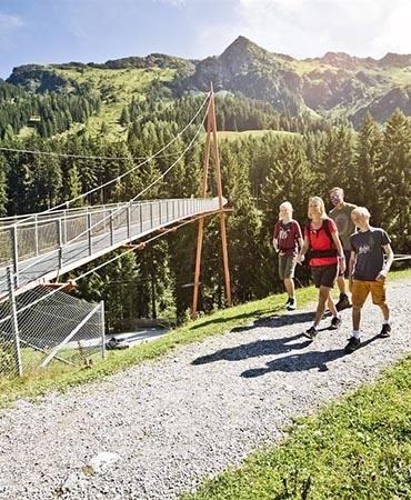 Baumzipfelweg und Golden Gate Bridge der Alpen 1200x800